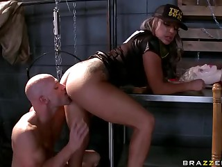 Chubby titted cop Carmen Jay gets banged by porn guy